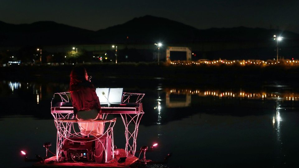 Floating Piano (11)