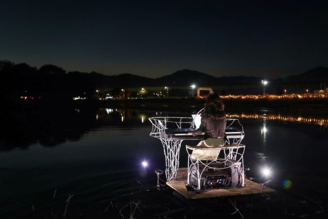 Floating Piano (7)